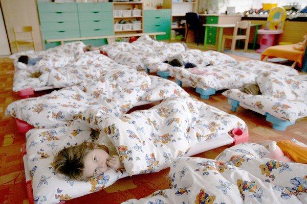 Materské školy na Spiši sú väčšinou obsadené do posledného miesta. V každom meste sa poplatky za školné odlišujú. V Poprade rodičia za školné zaplatia viac ako v Spišskej Novej Vsi.