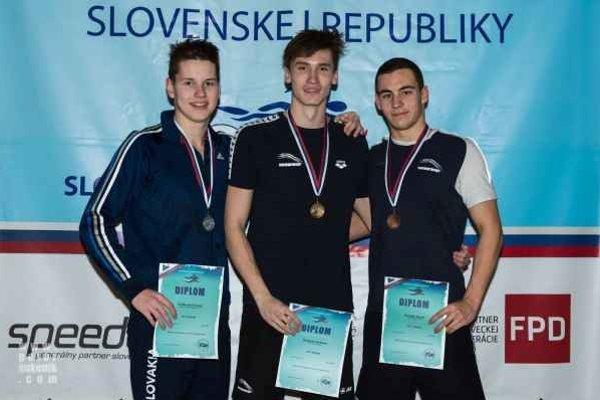 Vydarený záver roka. Pod výborné úspechy spišskonovoveských plavcov výraznou mierou prispel aj Tomáš Želikovský (vľavo).