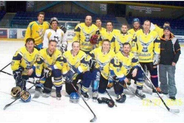 Víťazné mužstvo Rohals. Deviaty ročník Repko Cup vyhrali hokejoví amatéri z Novoveskej Huty – Rohals Boys.