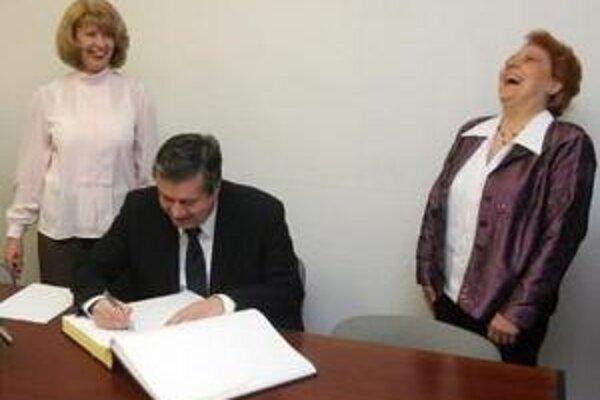 Na PR pre ministra školstva nezíska len on, ale aj firma Ivana Kmotríka.