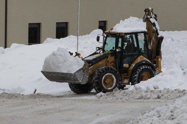 Sneh. Potrebovali by novú techniku.