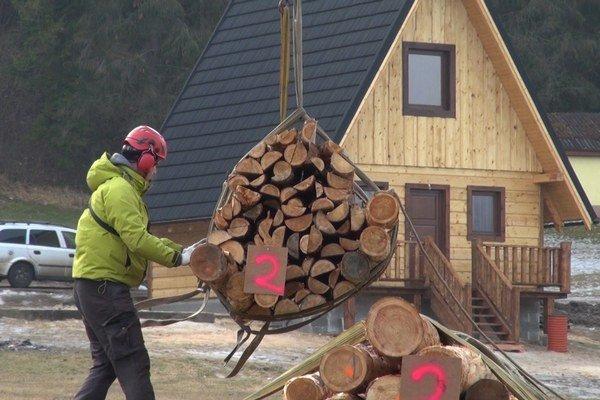 Príprava dreva. Pred transportom do rokliny.