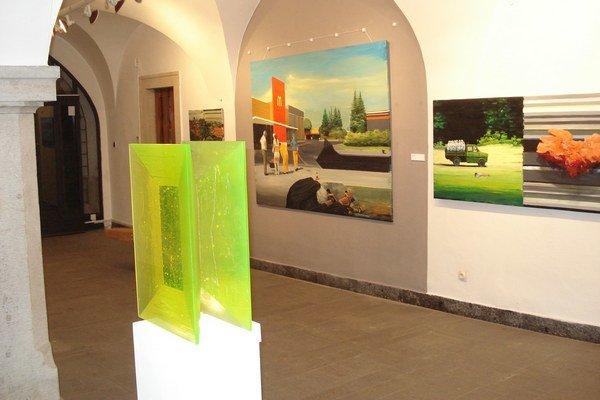 Výstava 9x9. V galérii.