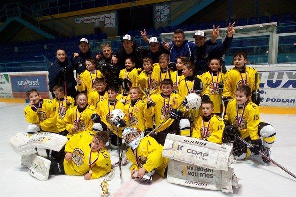 Najmladší zlatí bojovníci. HK little Warriors Spišská Nová Ves vyhrali turnaj hokejových prípraviek.