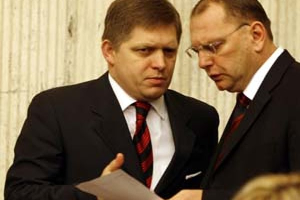Robert Fico a Ľubomír Vážny si musia vymyslieť, prečo bude diaľnica z Bratislavy do Košíc o rok neskôr. To, či bude rok 2011 dodržaný, pritom stále nie je isté.