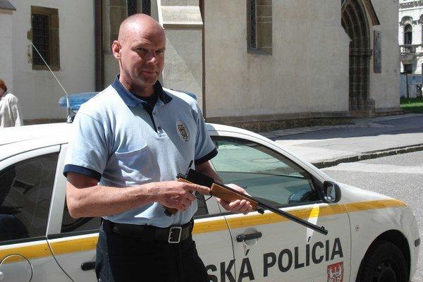 Marek Sapara. S narkotizačnou puškou.