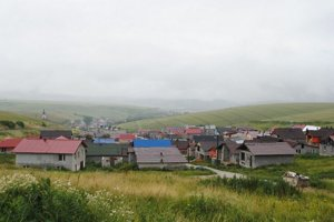 Rómska osada v Bystranoch na Spiši sa za dvanásť rokov zmenila na osadu murovaných domov. Miestni si na ne zarobiliv anglickom Sheffielde, kde ich v súčasnosti pracuje asi tisíc.