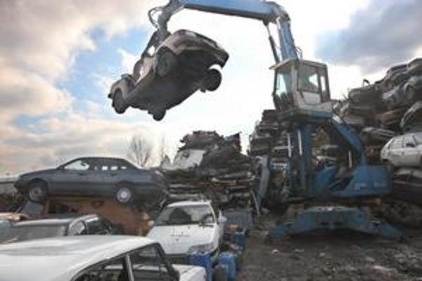Okrem škodoviek a lád sa šrotujú aj západné značkové autá, ktoré sú v dobrom technickom stave.