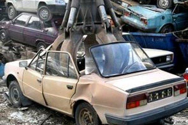 Svoje staré auto si dalo za dva týždne zošrotovať takmer 15tisíc ľudí. Najviac sa šrotujú hlavne škodovky, lady a žiguli.