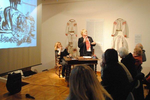 Autorka T. Lengyelová na stretnutí so svojimi čitateľmi v Levoči.