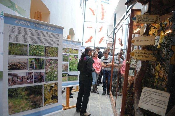 Mokrade – poklady prírody. Výstava v Stredisku environmentálnej prírody potrvá do konca marca.