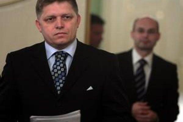 Premiér Robert Fico v polovici novembra na spoločnom stretnutí zástupcom DSS vysvetľoval, prečo treba otvoriť druhý pilier. Nezhodli sa. Teraz  pred nimi tají, ako chce upraviť poplatky.