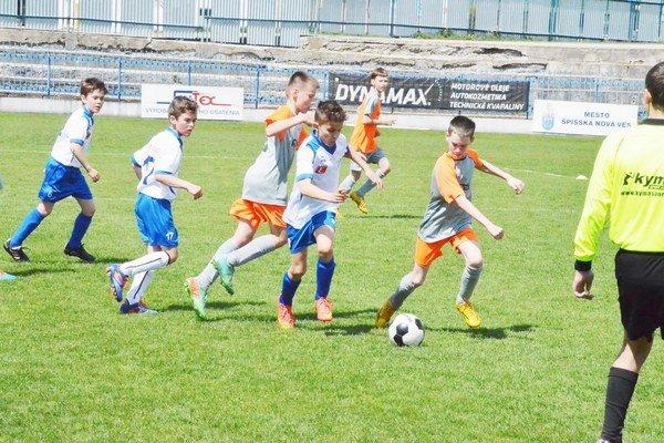 Starší vyhrali, mladší prehrali. S rovesníkmi z Vranova uhrali žiaci U13 a U12 striedavé výsledky.