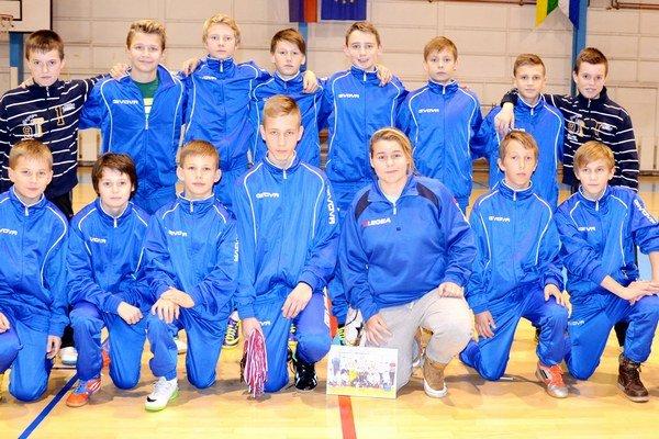 Domáce bronzové družstvo. Starší žiaci FK Spišská Nová Ves to mali namierené do finále, ale v nešťastnom semifinále ich vyradil Bílovec na pokutové kopy.