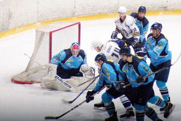 Vo vyrovnanom zápase proti Slovanu Bratislava uhrali juniori cennú remízu 3:3 a prehrali v predĺžení. Najväčšou oporou hostí bol bývalý hráč Spišskej brankár Denis Godla.