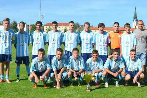 FK Spišská Nová Ves – starší dorast 2013/2014. S 83 nastrieľanými gólmi sa mužstvo Pavla Kubusa stalo víťazom II. ligy.