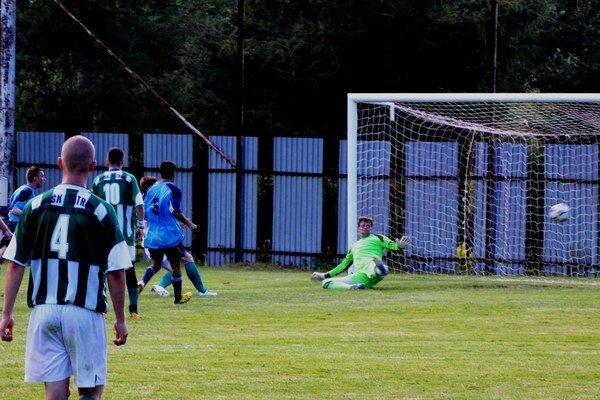 Vyrovnávajúci gól na konečných 2:2. Folkmarska opora v bráne Marek Rodák vychytal čo mohol, ale sedem minút pred koncom už na Horňákovú strelu nestačil.