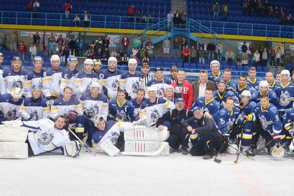 Celá plejáda hokejových osobností zo Spiša. Dobrú hokejovú myšlienku prišli do svojho rodného klubu podporiť úspešní odchovanci.