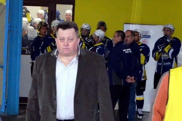 Hokejový turnaj. Po exhibícii pozýva riaditeľ Miroslav  Gavalier hokejových fanúšikov na Spišský pohár.