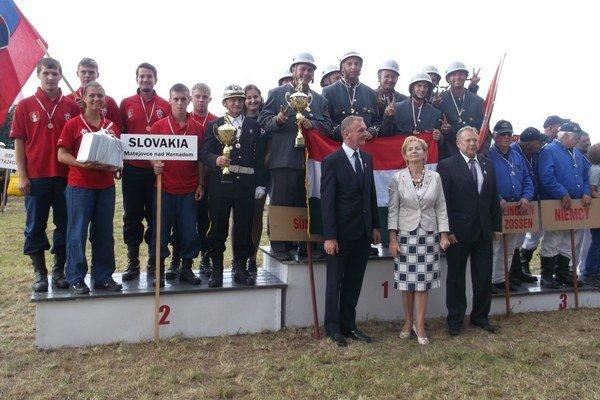 Matejovskí hasiči. Na súťaži historických hasičiek v Poľsku.