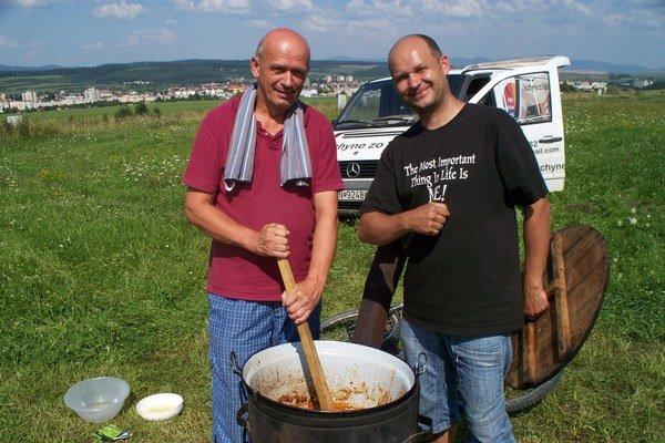 Účastníci Guláš festu. Recept svojho guláša neprezradili.