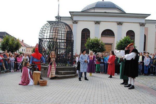 Poprava Levočskej bielej pani. Historická udalosť spred tristo rokov prebiehala v súčasnosti.