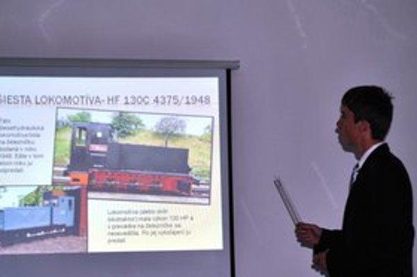 Lokotraktor. Táto lokomotíva sa na trati Roztoky – Markušovce neosvedčila, priblížil Lukáš.
