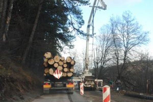 Cesta pri Novoveskej Hute bude dokončená do konca roka.