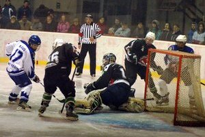 Mládeži patril ľad. Seniori Gelnice tento týždeň nehrali, no zimák patril hokejovej mládeži.