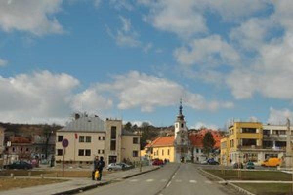 Mariánske námestie. Chodníky v centre mesta sa rovnako dostali do zoznamu.