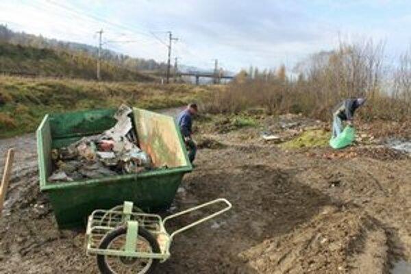 Likvidácia čiernych skládok. V Spišských Vlachoch ide na to až tretina odpadového poplatku, ktorý platia obyvatelia mesta.