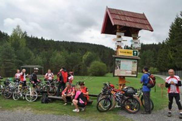 Podlesok. Sem smerovali kolesá cykloturistov, ktorí prešli Glackú cestu.
