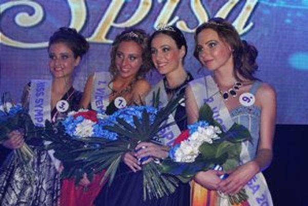Víťazky Miss Spiša 2013. Zľava S. Rúfusová – Miss sympatia, E. Doležalová – I. vicemiss, Miss Spiša 2013 – M. Čechová, V. Štrbianová – II. vicemiss.