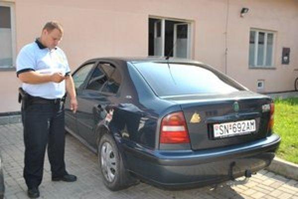 Kontrola sms parkingu. Polícia si priamo v teréne môže cez mobil overiť, či auto s danou ŠPZ má zaplatené parkovné.