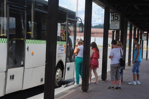 Klimatizované autobusy. Sú nevyhnutnosťou v sparných dňoch.