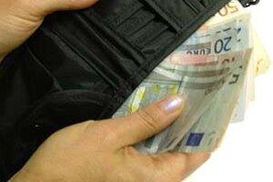 Už o niekoľko týždňov sa dozvieme konečný kurz, ktorým sa budú prepočítavať ceny a platy na eurá.