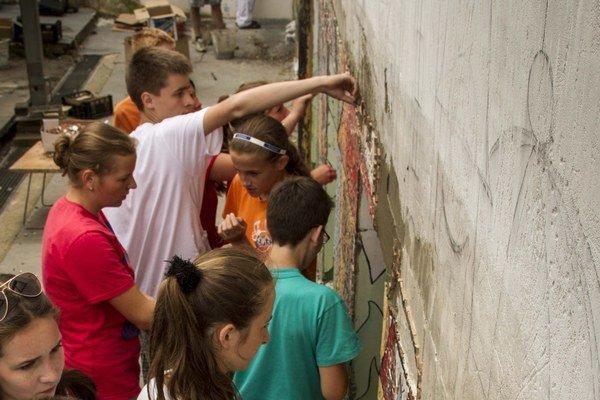 Levočské deti tvorili za pomoci netradičných výtvarných techník.