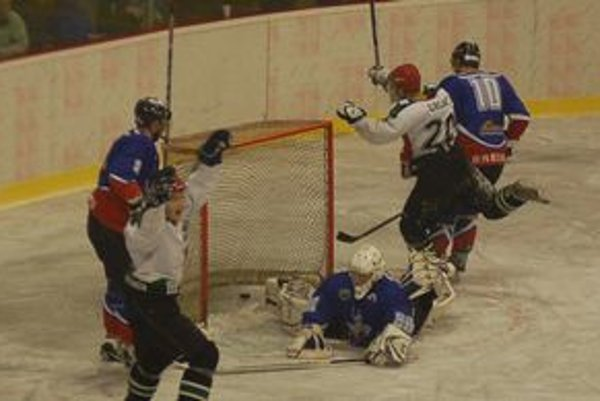 Prvé domáce víťazstvo. Gelničania vyprevadili hokejistov Brezna s prehrou 3:6.