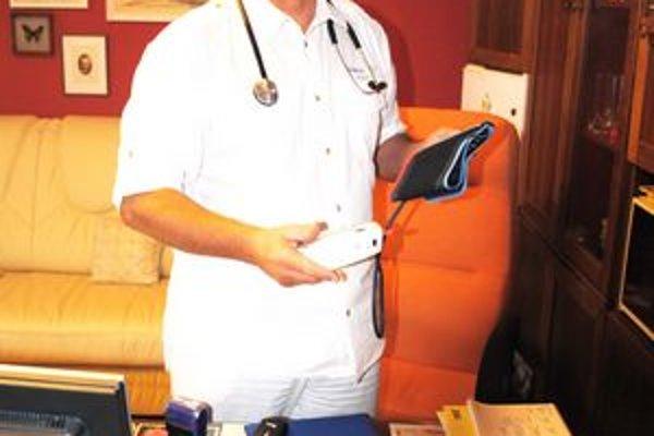 Ján Pukluš. Pracuje v Spišskej Novej Vsi ako odborný lekár internista.