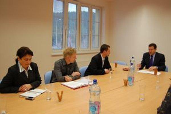 OZ u ministra. Prvé rokovania OZ s ministrom Lipšicom o možnom odčlenení prebehli už vlani.