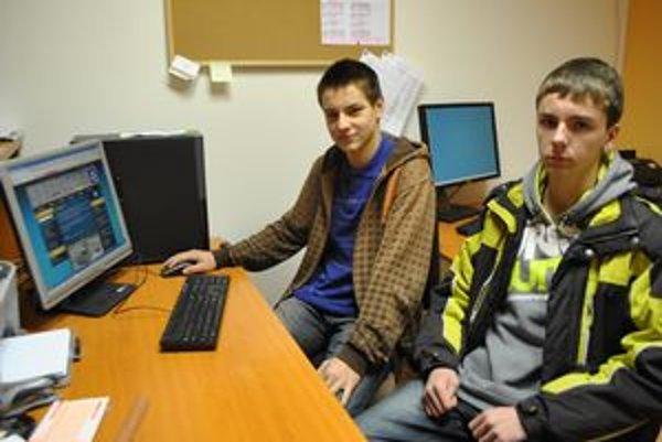 3D majstri. Peter (zľava) a Tomáš  mladí šikovní tvorcovia 3D stránky Smižian.