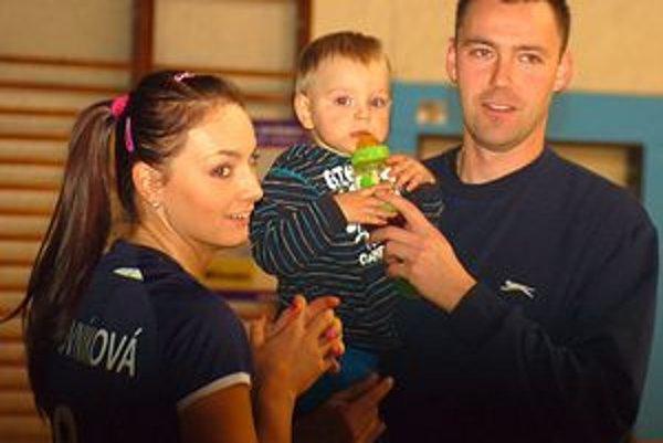 Volejbalová rodina. Vianoce u Vartovníkovcov budú tradičné. Na darčeky sa bude asi najviac tešiť synček Mišulo.