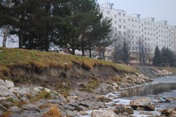Poškodený breh Hornádu v Spišskej Novej Vsi.
