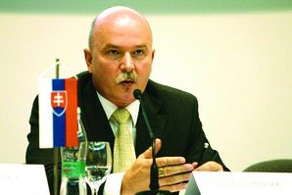 Podľa ministra výstavby a regionálneho rozvoja Mariána Janušeka je termínov na registráciu dosť.