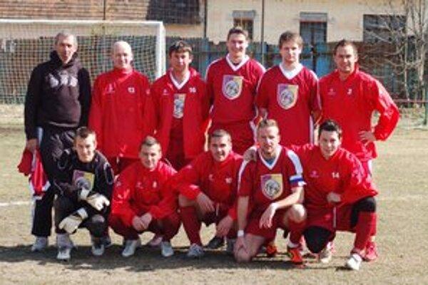 Druhá prehra. Vedúce mužstvo I. triedy SOFZ AŠK Mária Huta (na snímke)  v nedeľu prehralo v Nálepkove.