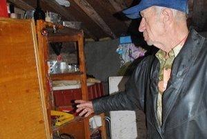 Náradie v drevárni. Podľa slov Viliama Kalafusa ostalo neporušené.