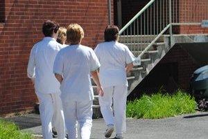 Zdravotné sestry. Z dostupných informácií sa zdá, že ich situácia nie je jednoduchá.