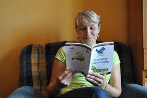 Janka Barillová. Studnička múdrej vrany je knižkou a omaľovánkou zároveň.