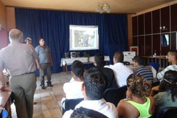Účastníci kurzu majú šancu získať aspoň základné vzdelanie.