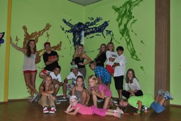 Tanečníci z BDSK. Mladí, šikovní a zanietení pre tanec.
